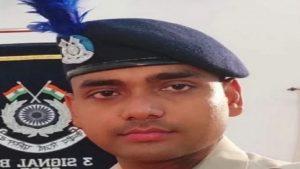 CRPF जवान अनूप सिंह को मिला वीरता मेडल, कश्मीर में मार गिराया था आतंकी