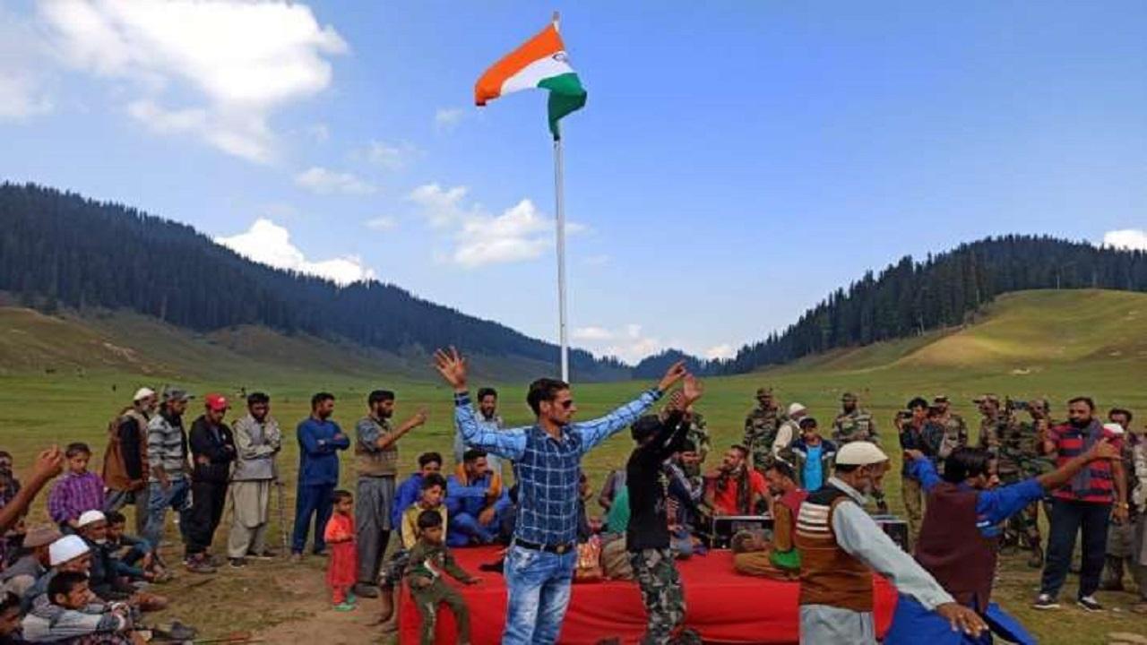 जम्मू कश्मीर: इस बार की जश्न-ए-आजादी को याद रखेगा सारा जहां, पहली बार घाटी के 3305 गांवों में होगा ये ऐतिहासिक काम