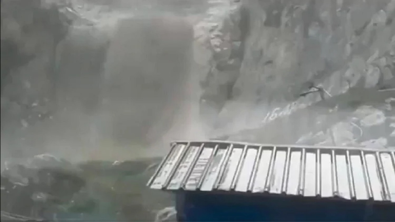 जम्मू-कश्मीर: अमरनाथ गुफा के पास BSF और CRPF के कैंप तबाह, ये है वजह
