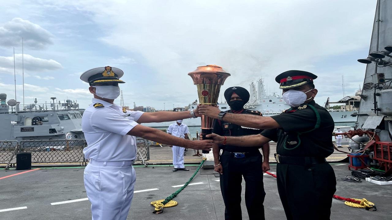 Swarnim Vijay Varsh: पोर्ट ब्लेयर के लिए रवाना हुई 'स्वर्णिम विजय मशाल', देखें PHOTOS
