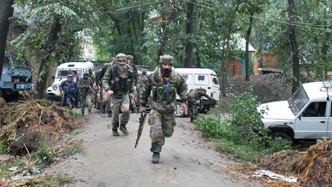 जम्मू कश्मीर: बांदीपोरा में सुरक्षाबलों और आतंकियों के बीच मुठभेड़, एक आतंकी ढेर