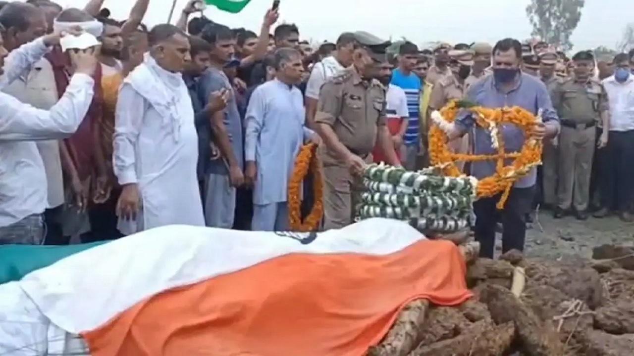 हरियाणा:  शहीद BSF जवान भुरू सिंह का राजकीय सम्मान के साथ अंतिम संस्कार, विदाई देने उमड़ा जनसैलाब