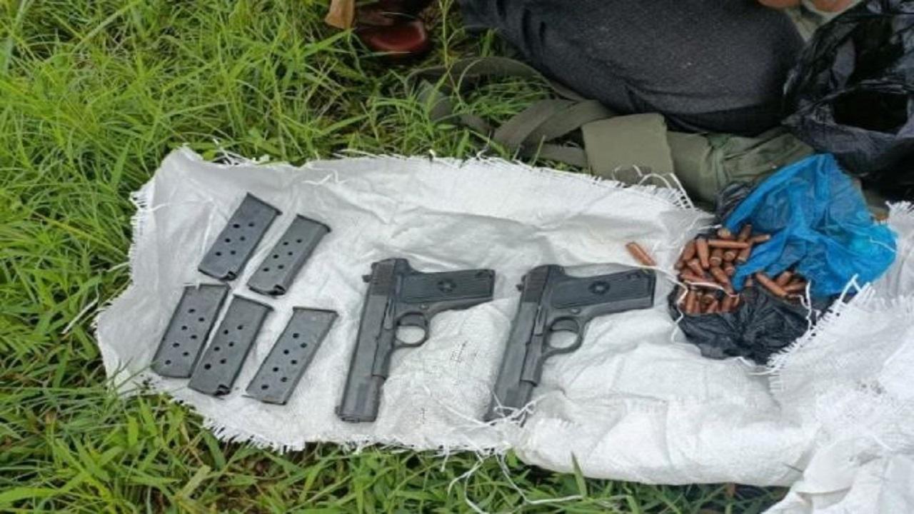 Jammu Kashmir: सांबा जिले में नाले से बरामद हुए हथियार, पुलिस और सेना की टीम चला रही सर्च ऑपरेशन