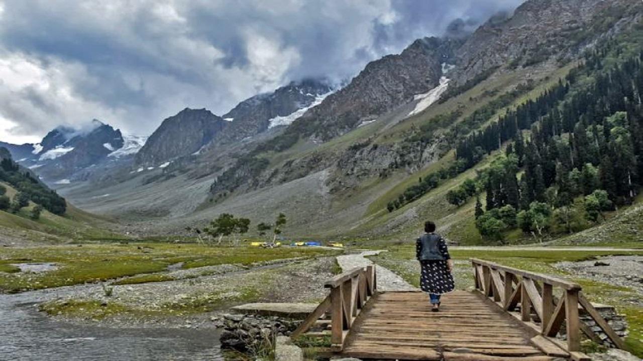 एक बार कश्मीर घाटी की ओर फिर रुख कर रहा बॉलीवुड, जम्मू-कश्मीर की पहली फिल्म नीति का ऐलान हुआ