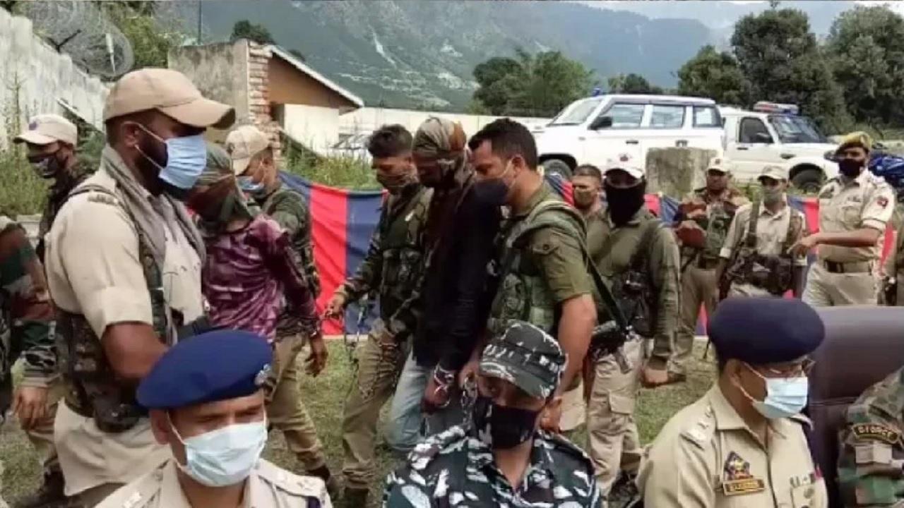 जम्मू कश्मीर: सुरक्षाबलों को ज्वाइंट कार्रवाई में मिली बड़ी सफलता, हिजबुल मुजाहिदीन के 2 आतंकी गिरफ्तार