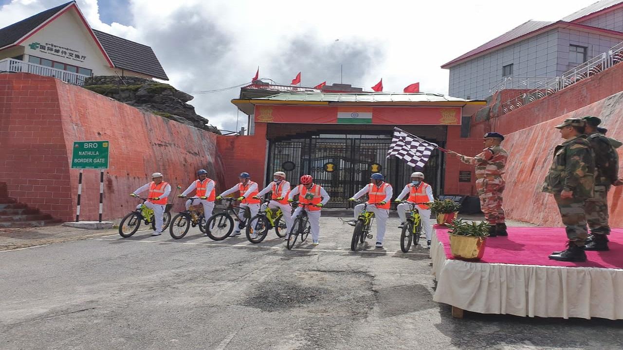 ITBP ने 'आजादी का अमृत महोत्सव' मनाने के लिए 7 दिन के साइकिलिंग अभियान की शुरुआत की, देखें PHOTOS