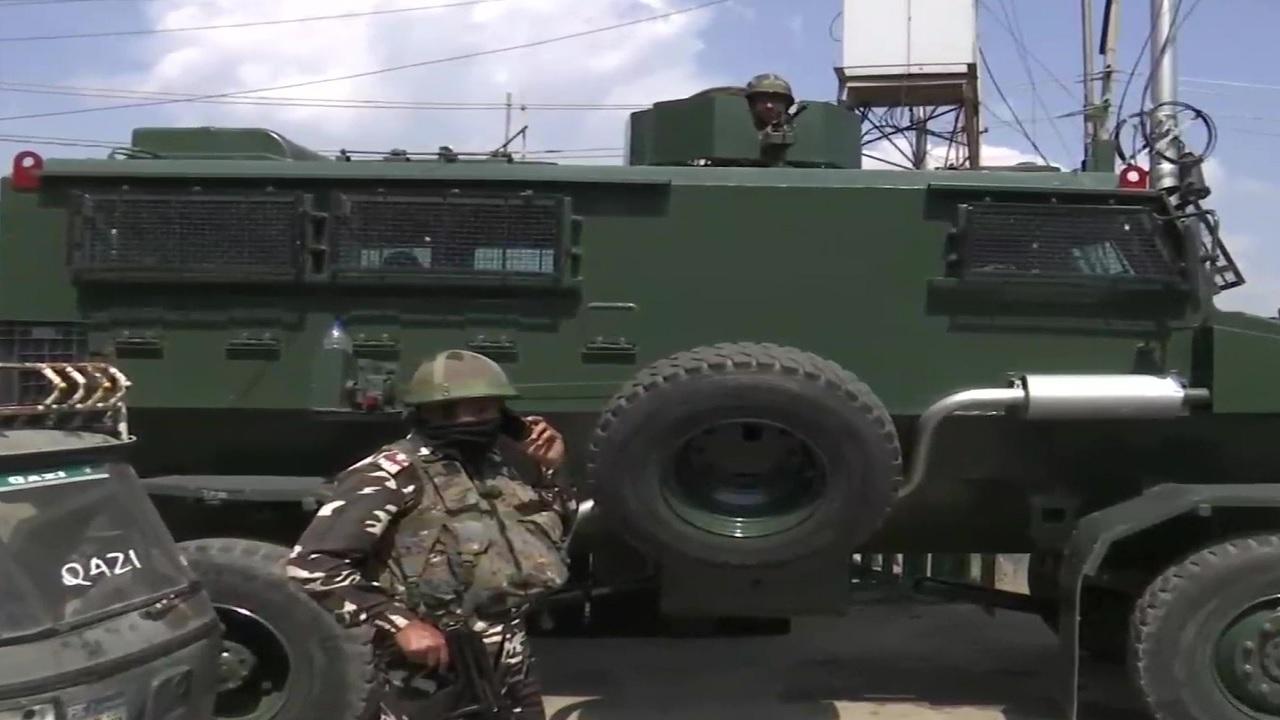 जम्मू कश्मीर: श्रीनगर में सुरक्षाबलों पर आतंकी हमला, 5 नागरिकों के घायल होने की खबर