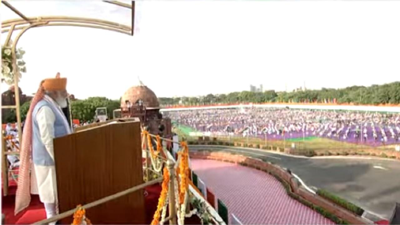 Independence Day 2021: लाल किले पर 8वीं बार झंडा फहराने के बाद 90 मिनट तक बोले प्रधानमंत्री, जानें भाषण की 10 बड़ी बातें
