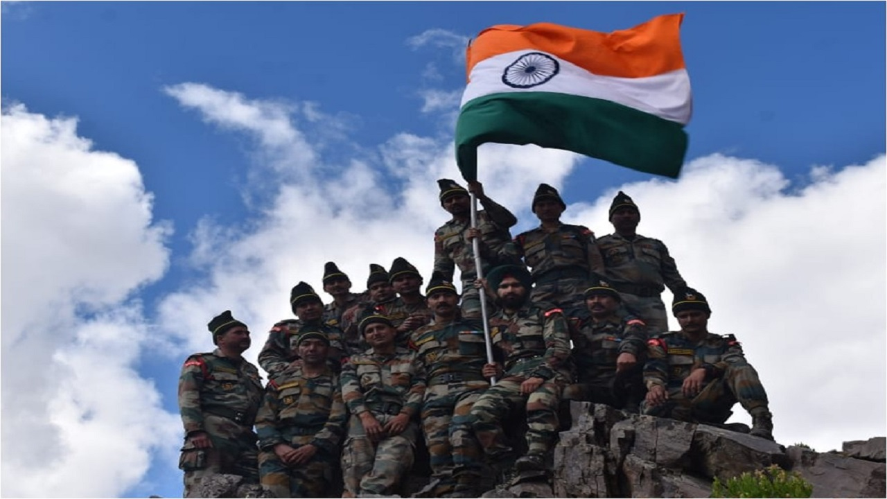 सेना के सूर्य कमांड ने स्वतंत्रता दिवस के मौके पर हिमाचल, गढ़वाल और कुमाऊं में हिमालय की चोटियों पर की चढ़ाई, देखें PHOTOS