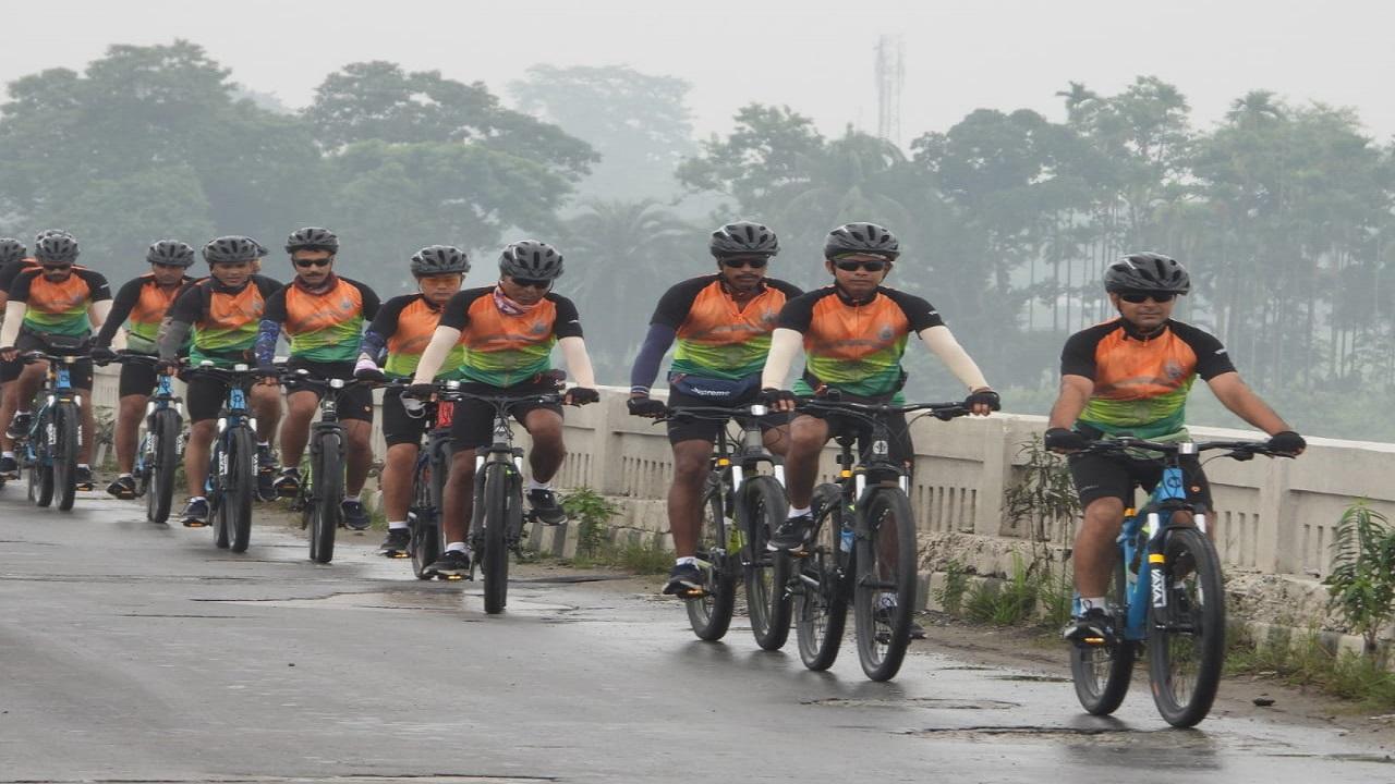 ITBP के साइकिलिंग अभियान 'योद्धा' की टीम पहुंची असम के तेजपुर, देखें PHOTOS