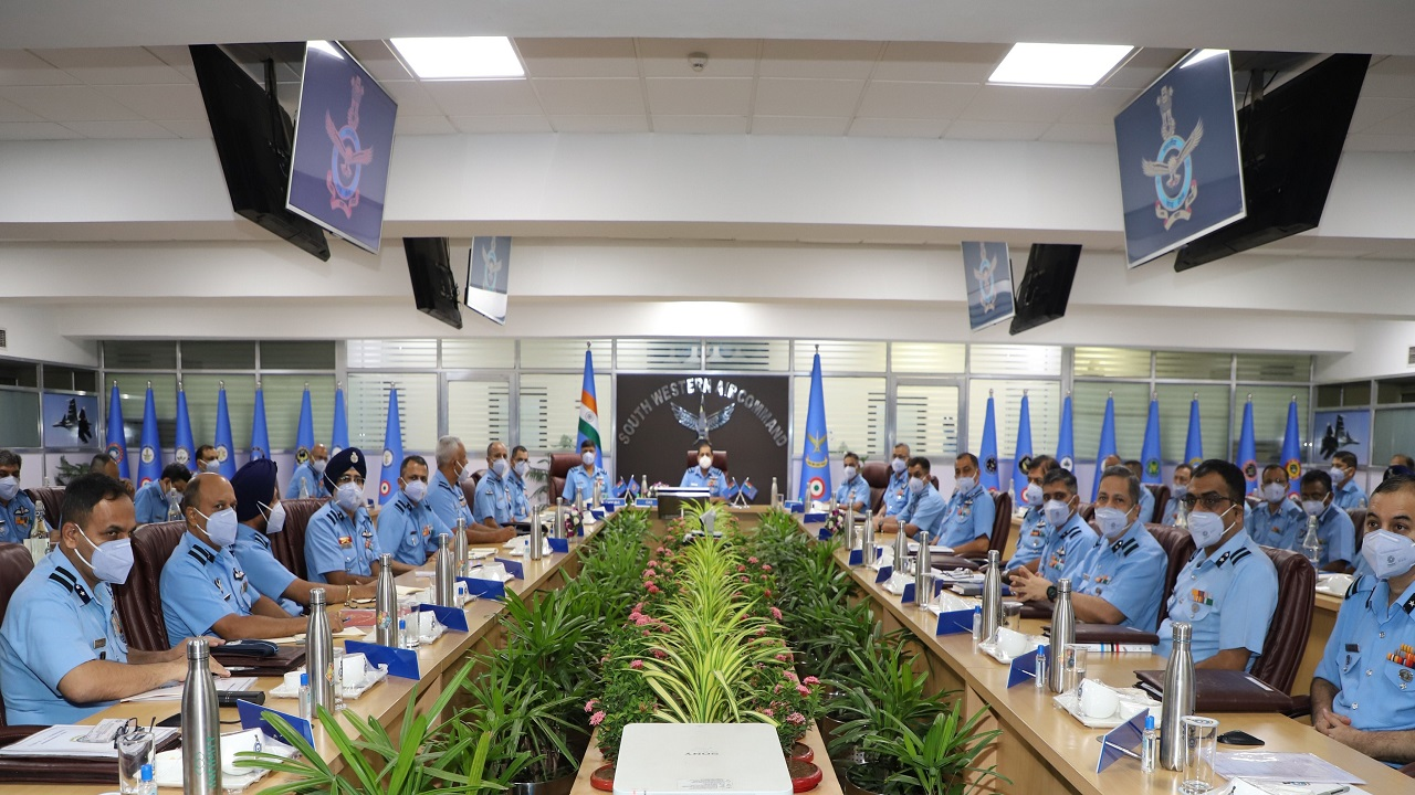वायुसेना के कमांडरों का 2 दिन का सम्मेलन खत्म, पहुंचे थे एयर चीफ मार्शल आरकेएस भदौरिया, देखें PHOTOS