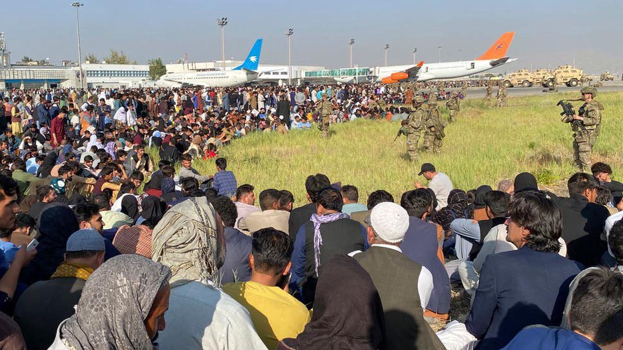 तालिबानियों के दहशत से काबुल एयरपोर्ट पर मची भगदड़, 7 अफगान नागरिकों की मौत