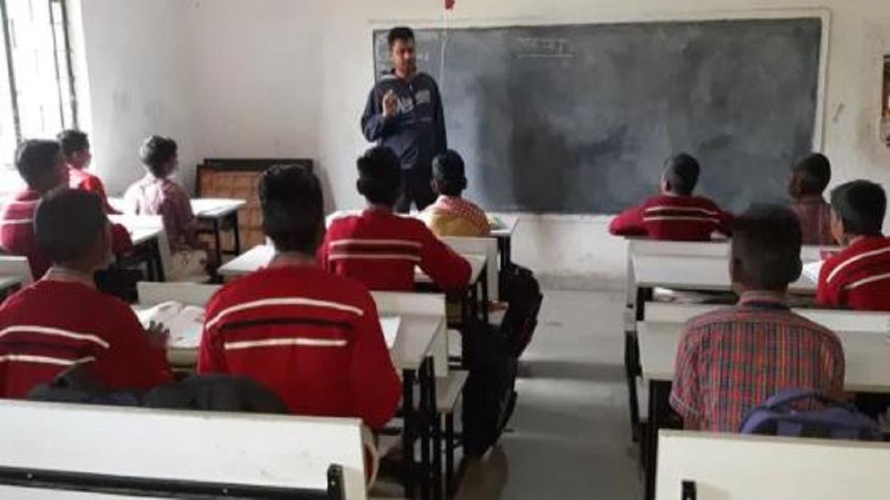झारखंड: नक्सल प्रभावित गांवों के स्कूल किए जाएंगे अपग्रेड, 10वीं क्लास तक मिलेगी एजुकेशन