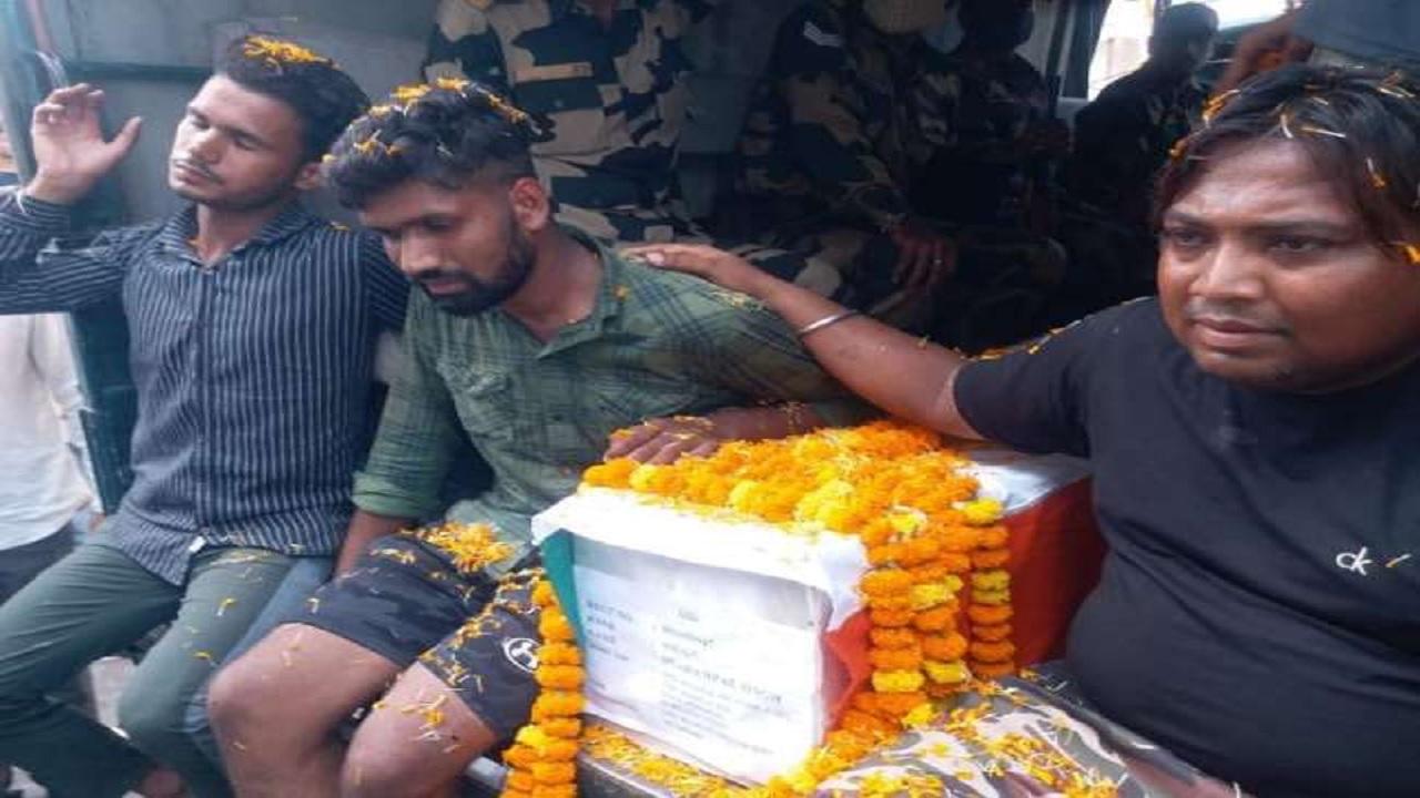 हरियाणा: BSF के ASI धर्मपाल का राजकीय सम्मान के साथ अंतिम संस्कार, 10 दिन पहले हुआ था मां का निधन