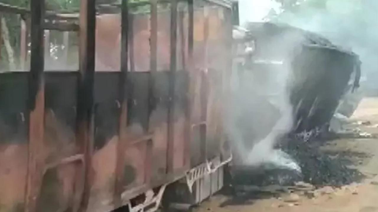 असम में बड़ा उग्रवादी हमला, 7 ट्रकों को किया आग के हवाले, 5 ट्रक ड्राइवरों की मौत