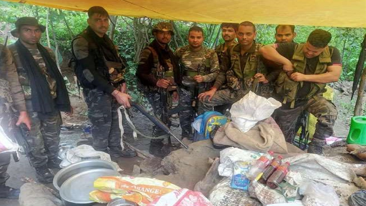 झारखंड: पलामू में घात लगाकर बैठे नक्सलियों ने पुलिस टीम पर की फायरिंग, मिनी गन बनाने की फैक्ट्री का भंड़ाफोड़