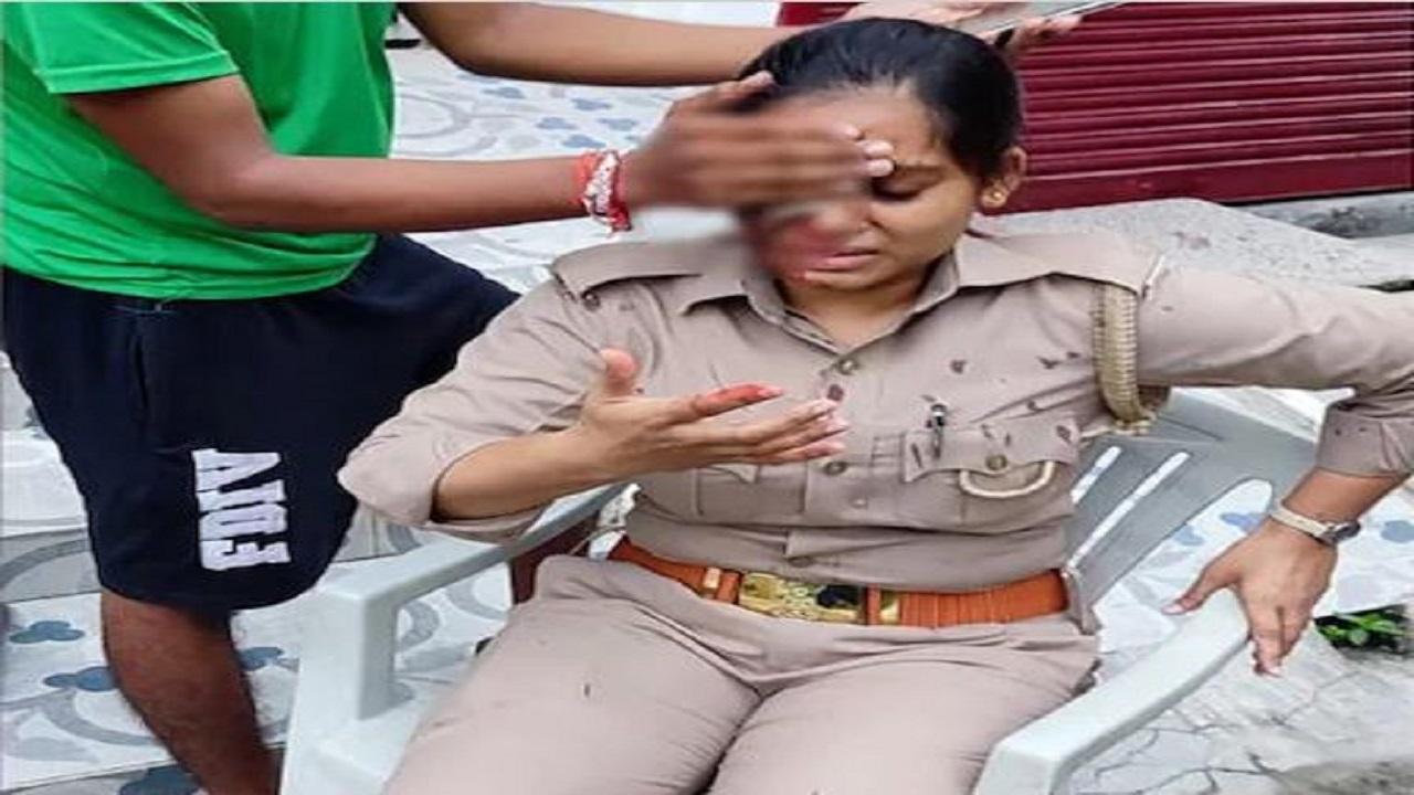 यूपी: लखनऊ में महिला पुलिसकर्मी पर जानलेवा हमला, शख्स ने लोहे की रॉड से सिर फोड़ा