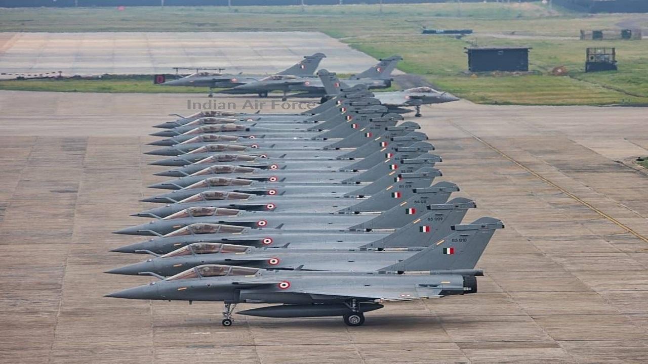 इंडियन एयरफोर्स के लड़ाकू विमानों का 'एलिफेंट वॉक', दुश्मनों के उड़ जाएंगे होश; देखें PHOTOS