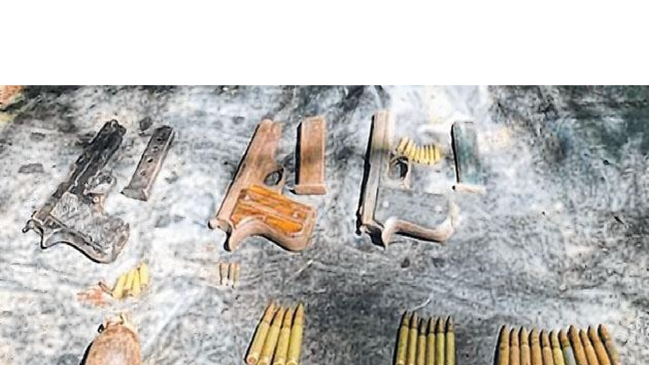 मणिपुर: सुरक्षाबलों ने उग्रवादियों की बड़ी योजना को किया विफल, लोंगफेलम के जंगलों से भारी मात्रा में हथियार जब्त