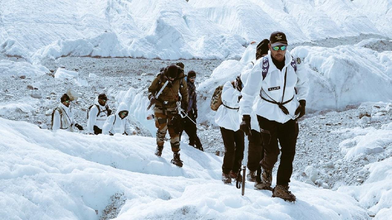 Indian Army की मदद से दिव्यांगों की टीम ने रचा इतिहास, कुमार पोस्ट पर पहुंचकर बनाया रिकॉर्ड; देखें PHOTOS