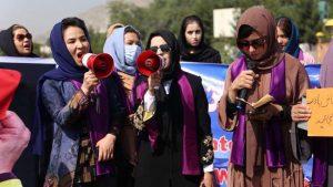 अफगानिस्तान में महिलाओं के लिए 'तालिबानी फरमान', नौकरी और पढ़ाई छोड़ घर रहने के आदेश