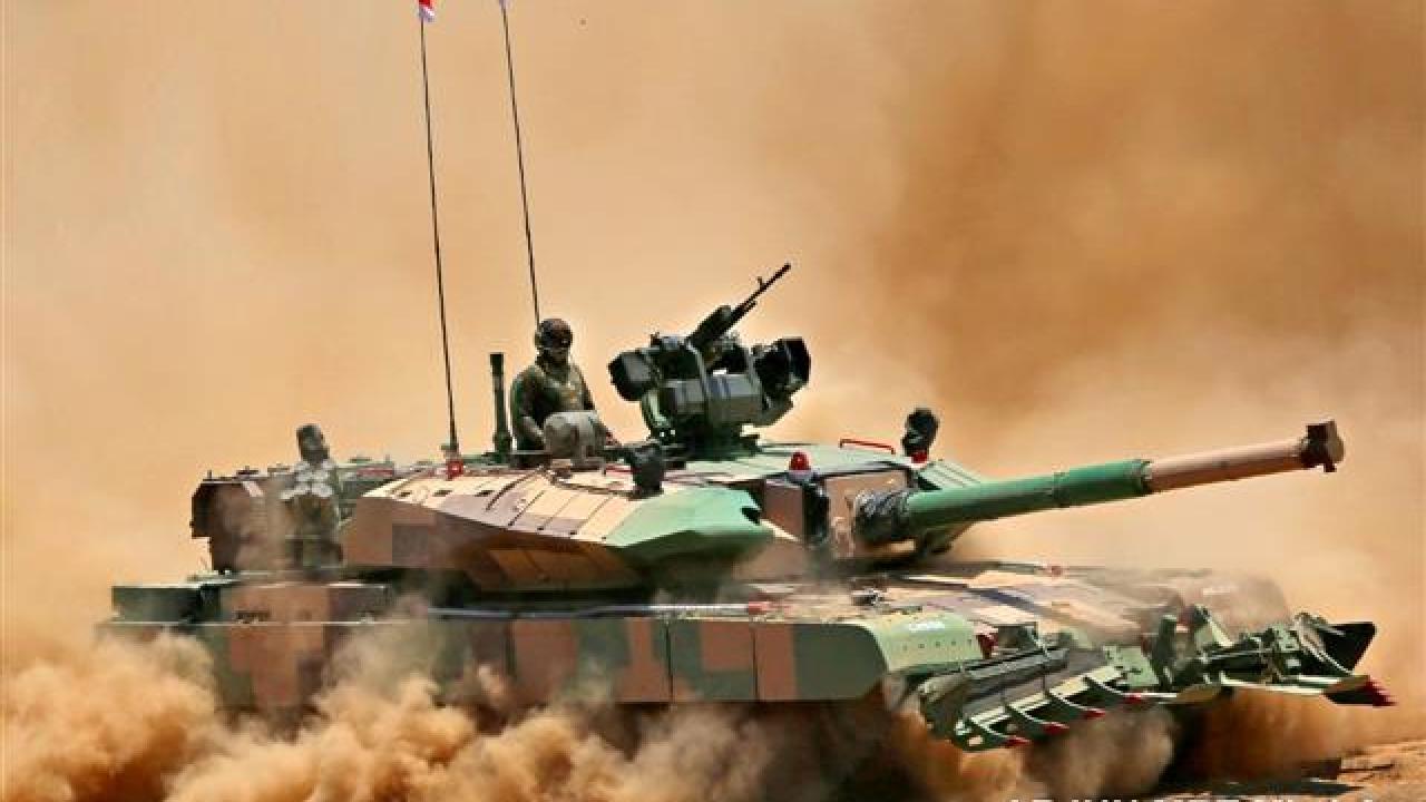 भारतीय सेना की बढ़ती ताकत से चीन-पाकिस्तान परेशान, रक्षा मंत्रालय ने 118 अर्जुन टैंक के लिए ऑर्डर दिया