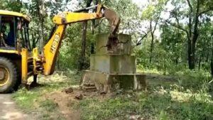 छत्तीसगढ़: बीजापुर में एंटी नक्सल ऑपरेशन जारी, सुरक्षाबलों ने ध्वस्त किया नक्सली स्मारक