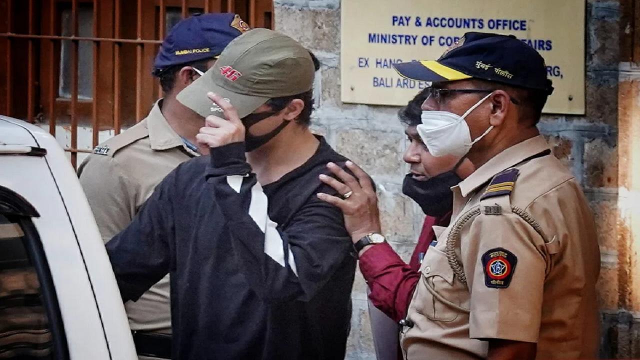 बुरे काम का बुरा नतीजा! गोवा जाने वाली क्रूज से पकड़े गये शाहरुख खाने के बेटे आर्यन, 2 महिला सहित 7 अन्य गिरफ्तार