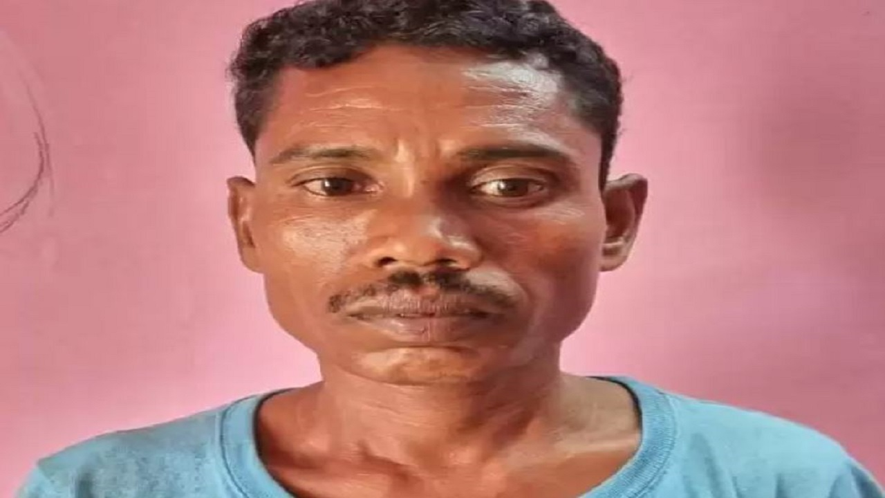 छत्तीसगढ़: बीजापुर में सुरक्षाबलों के हत्थे चढ़ा हार्डकोर नक्सली, इसके खिलाफ जारी हैं 20 स्थायी वारंट