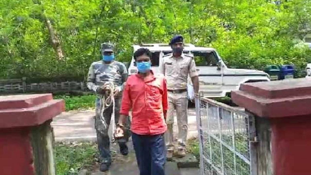 झारखंड: चाईबासा में पुलिस के हत्थे चढ़ा हार्डकोर नक्सली, रंगड़ाहातु जंगल में हुई मुठभेड़ में था शामिल