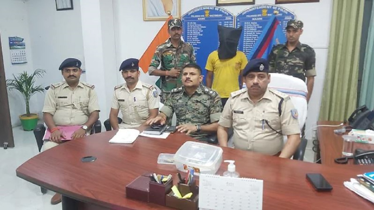 Jharkhand: पलामू में पुलिस को मिली सफलता, TSPC के सक्रिय नक्सली को दबोचा
