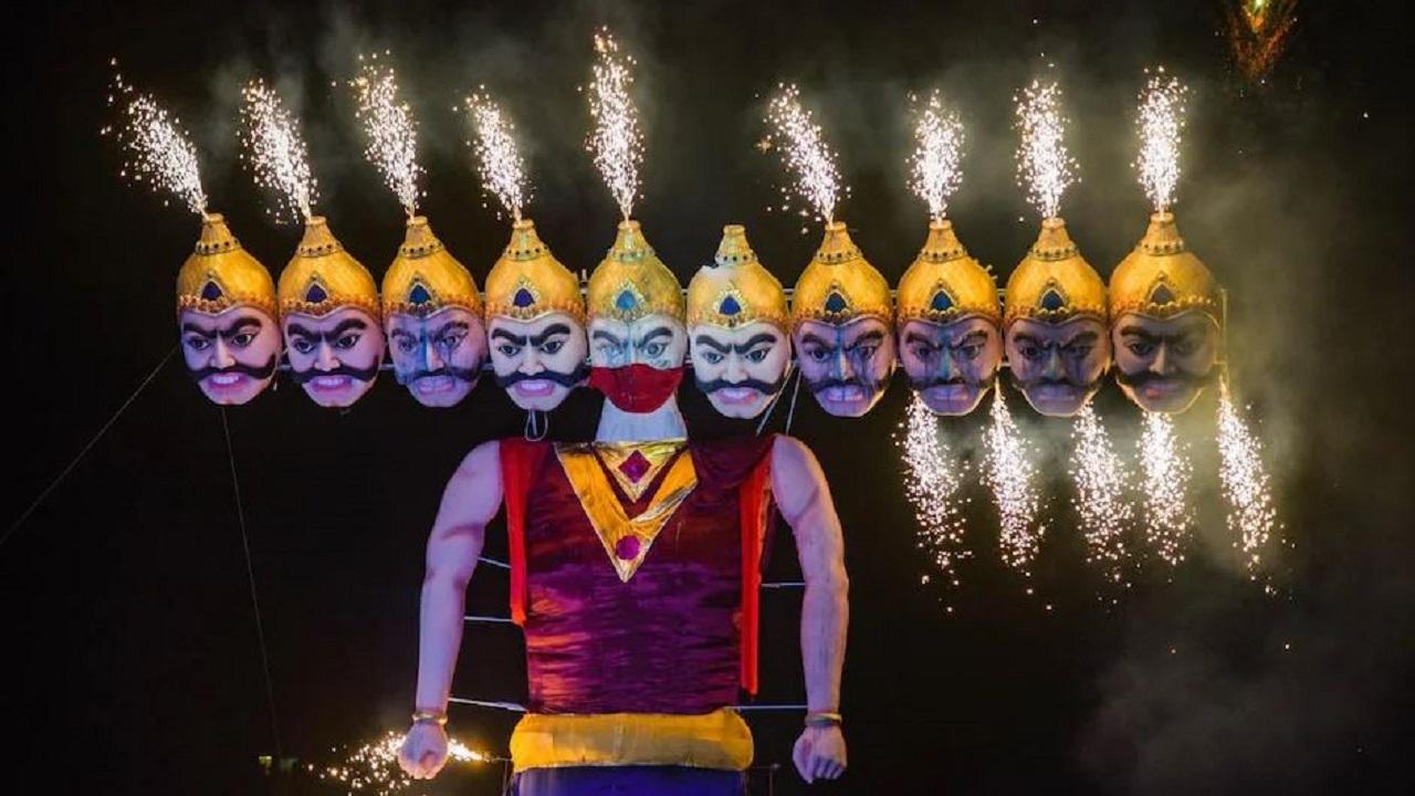 Dussehra 2021: देशभर में धूमधाम से मनाया जा रहा है दशहरा, असत्य पर सत्य की जीत का प्रतीक है ये दिन