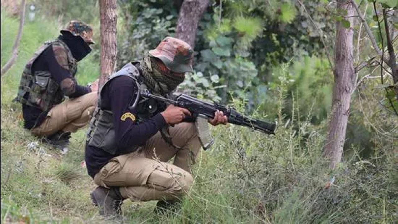 पुंछ के जंगलों में सर्च ऑपरेशन कर रहे सुरक्षाबलों की टीम पर आतंकी हमला, 3 जवान जख्मी और गिरफ्तार पाक आतंकी की मौत