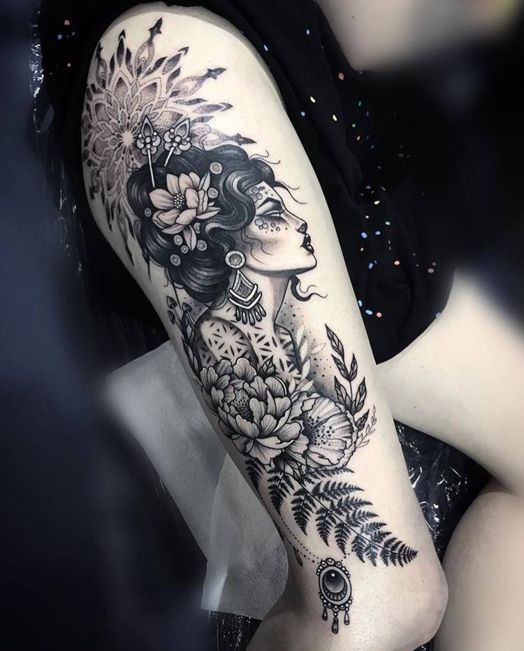 Sexy tattoo by @mi_li3_art