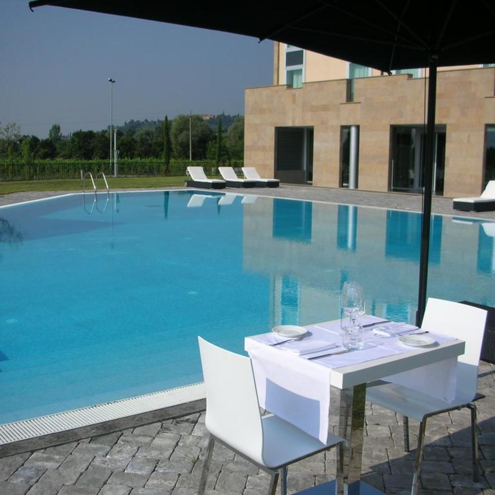 A point arezzo park hotel piscina