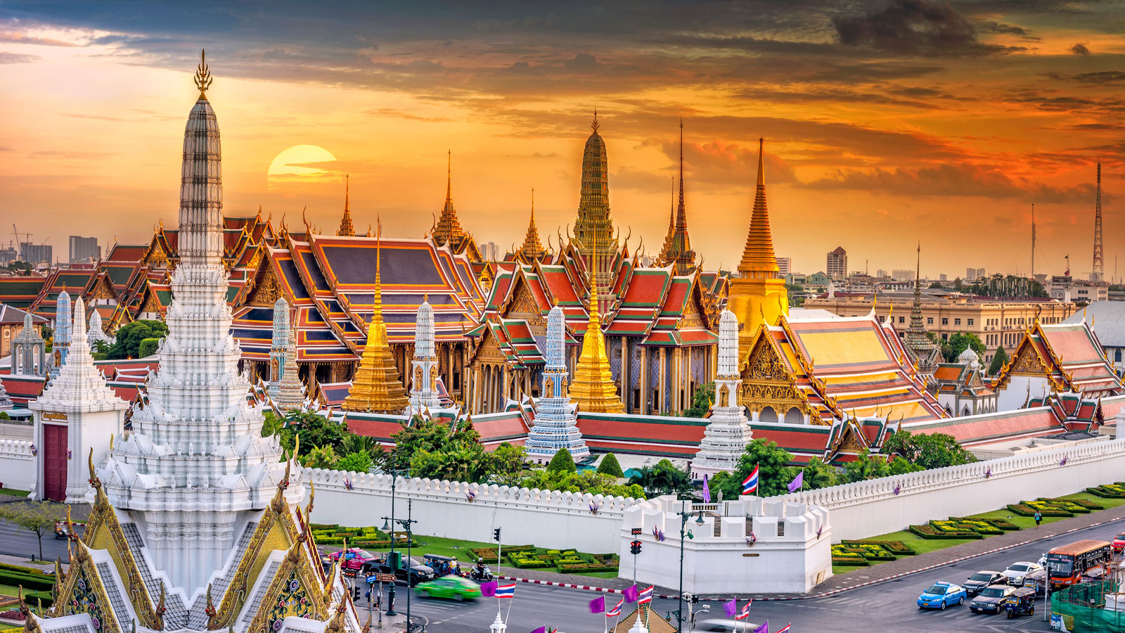 bangkok grand palace, one of the best things to do on Bangkok Pattaya tour