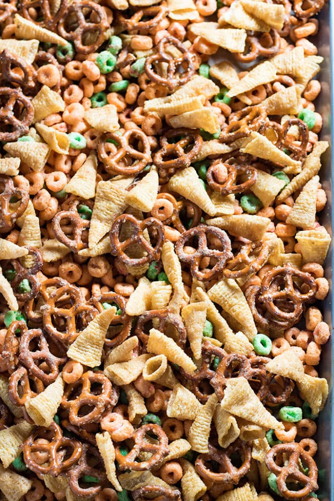 Apple Pie Fall Harvest Snack mix is the perfect combination of salty and sweet. A snack mix that is easy to make and perfect for fall and Halloween!