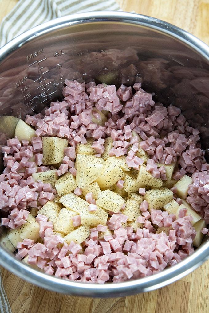 与火腿即时锅土豆汤