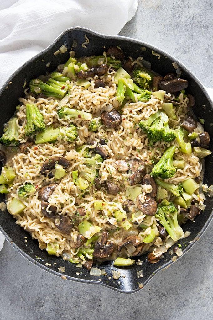 ramen noodles recipe with broccoli mushrooms garlic