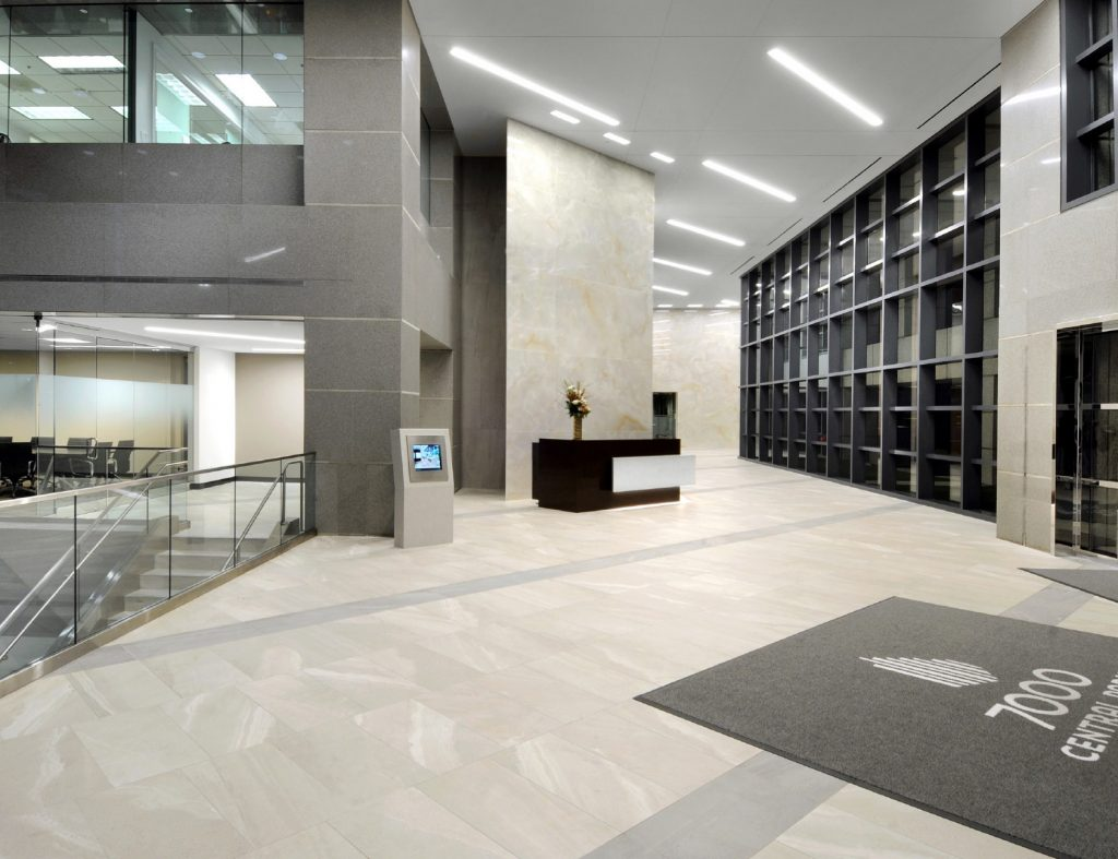 Architect tvsdesign led the way on the front lobby design, which included 2,000 sq. ft. of large-format gauged porcelain panels.