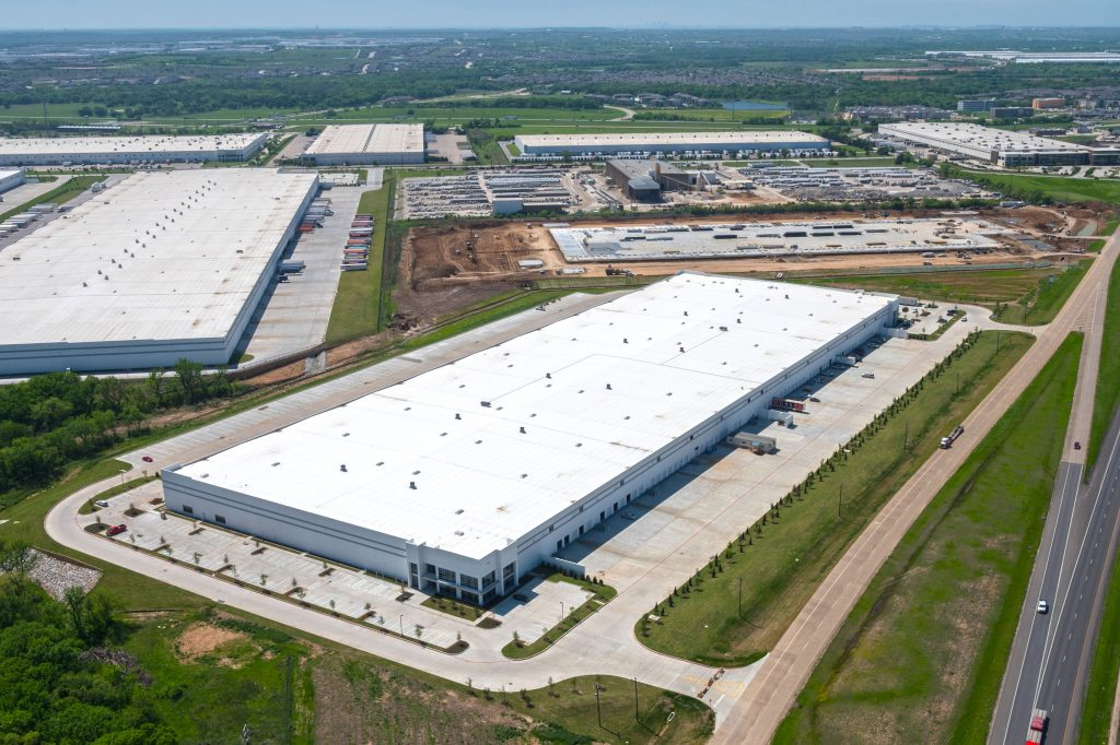 aerial shot of 500,000 sf Schluter warehouse in the Dallas-Fort Worth area