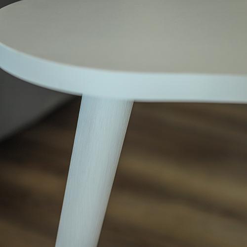 سطح طاولة قهوة لون أبيض