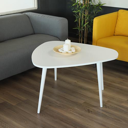 طاولة قهوة بأرجل من خشب الزان