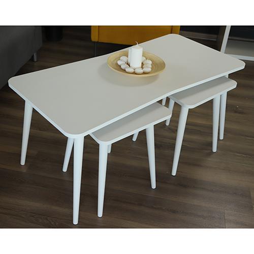 طاولة قهوة أسفلها طاولتين صغار الحجم