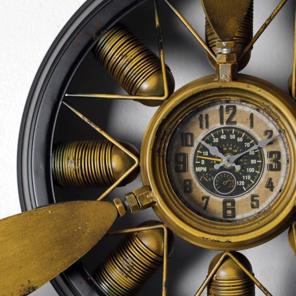 ساعة شكل مروحة