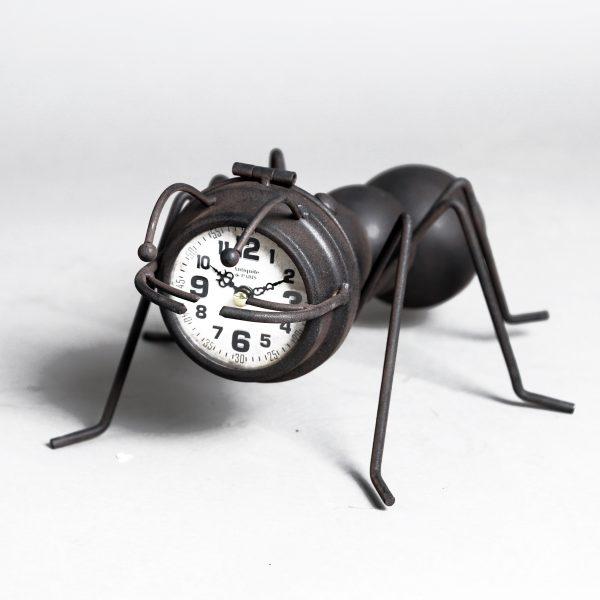 ساعة شكل نملة