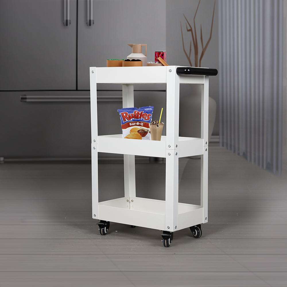 عربة تقديم الضيافة في المطبخ
