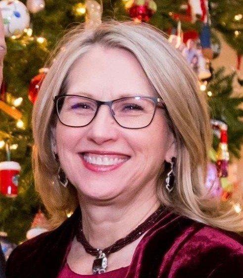 Linda Yohe Christmas Headshot