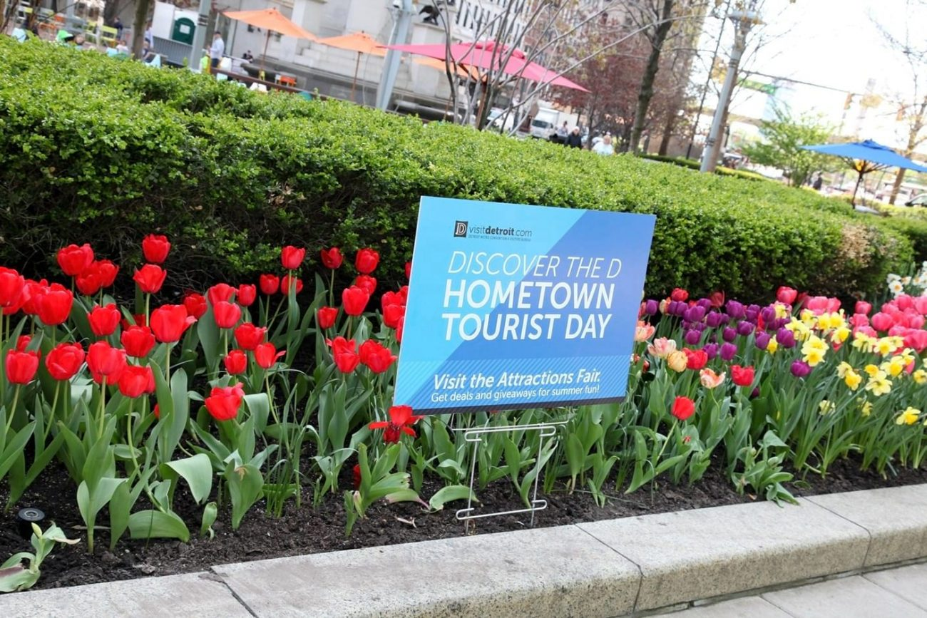 Discover the D Hometown Tourist Day sign 2016