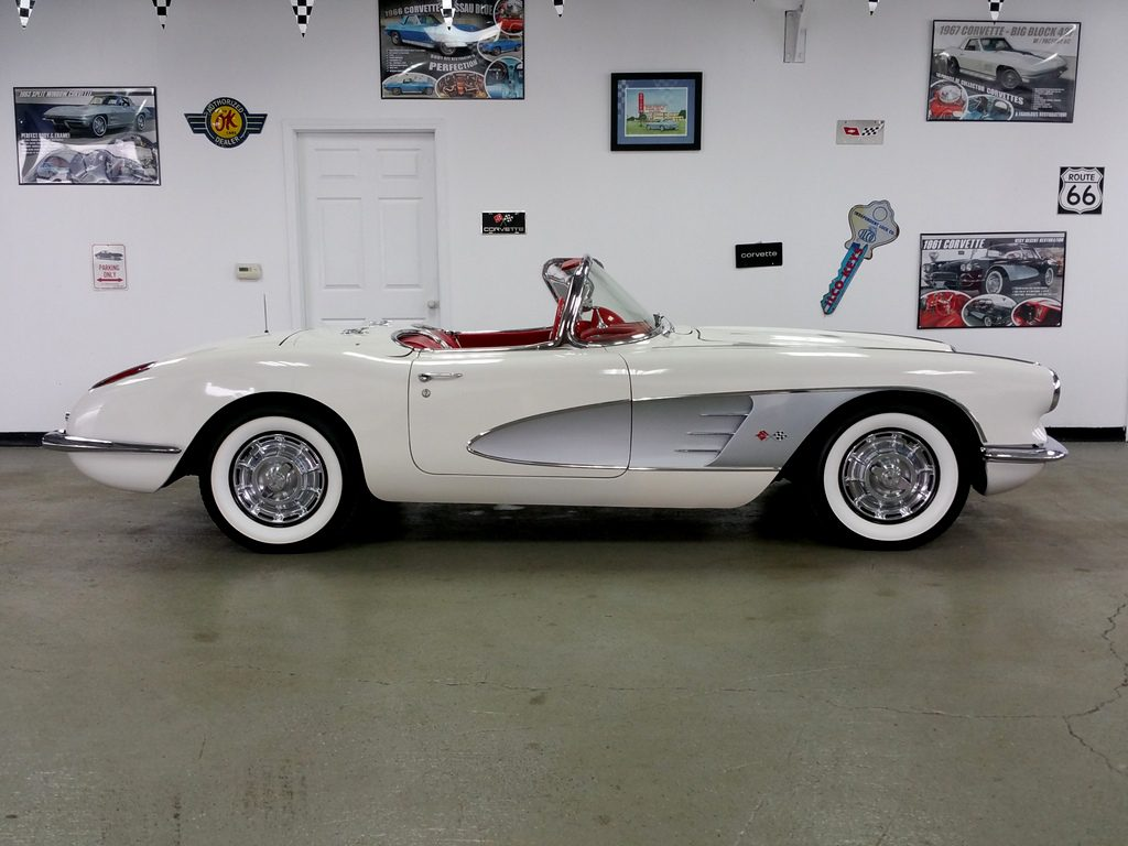 1960 Ermine White/Red (silver cove) Pg. with both tops--PENDING SALE---